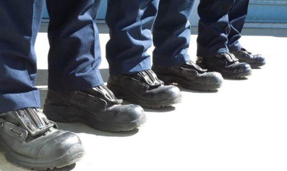 Sprawdzenie stanu technicznego środków ochrony nóg – przegląd obuwia ochronnego iroboczego