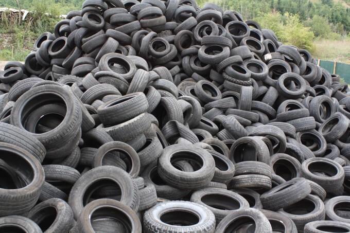 opony - odpad dlaPunktu Selektywnej Zbiórki Odpadów Komunalnych