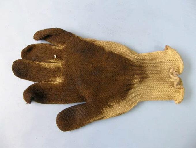 Rękawice zwłókien aramidowych zabrudzone substancjami olejowymi