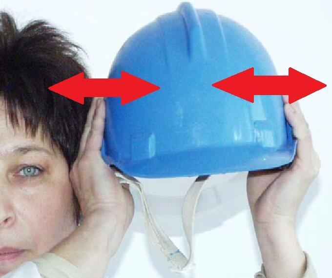 Sprawdzanie trzeszczenia skorupy hełmu - przegląd kasków ihełmów ochronnych